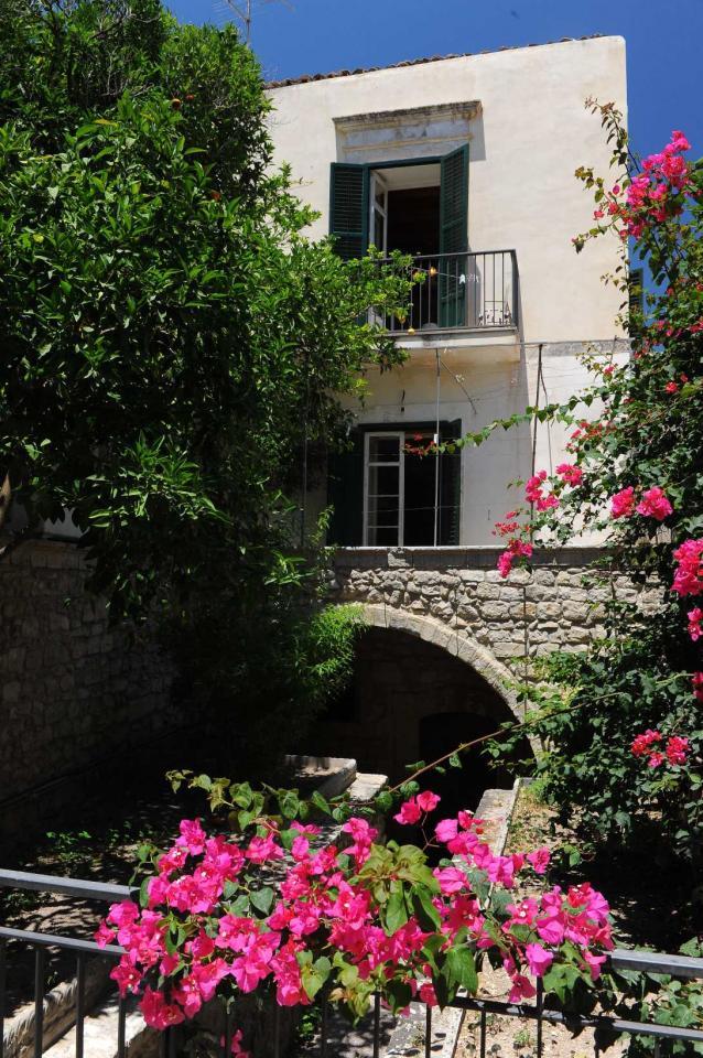Villa in vendita a Modica, 10 locali, zona Località: ModicaBassa, Trattative riservate | Cambio Casa.it