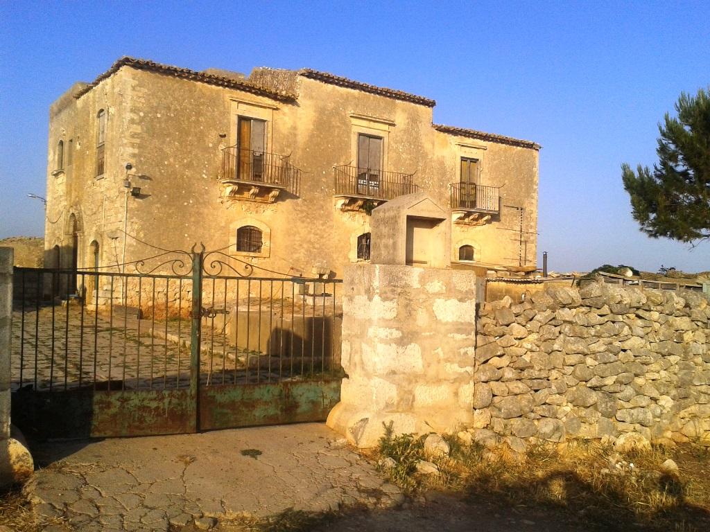 Rustico / Casale in vendita a Santa Croce Camerina, 10 locali, Trattative riservate | Cambio Casa.it