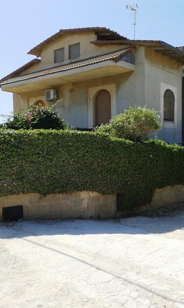 Villa in vendita a Scicli, 8 locali, zona Località: CavadAliga, Trattative riservate | Cambio Casa.it