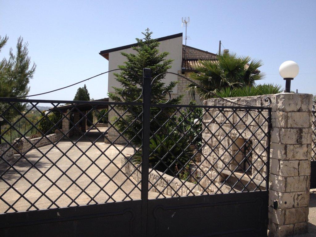 Villa in vendita a Modica, 7 locali, zona Località: ModicaAlta, prezzo € 320.000   CambioCasa.it