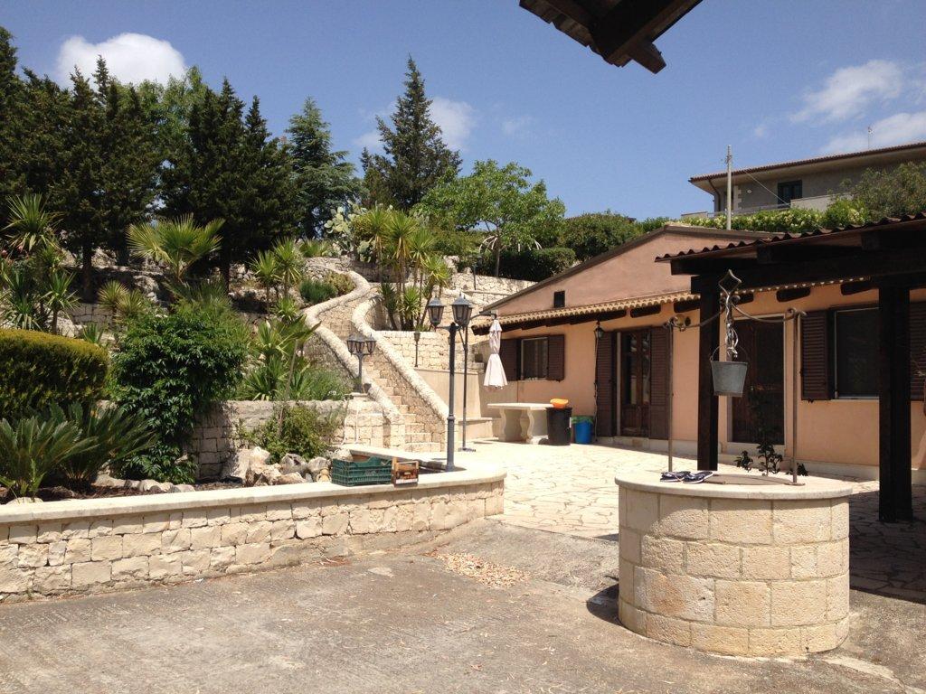 Villa in vendita a Modica, 4 locali, zona Località: ModicaAlta, prezzo € 350.000   CambioCasa.it