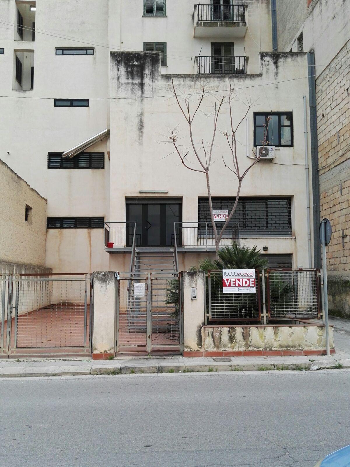 Negozio / Locale in vendita a Scicli, 9999 locali, zona Zona: Scicli, Trattative riservate | CambioCasa.it
