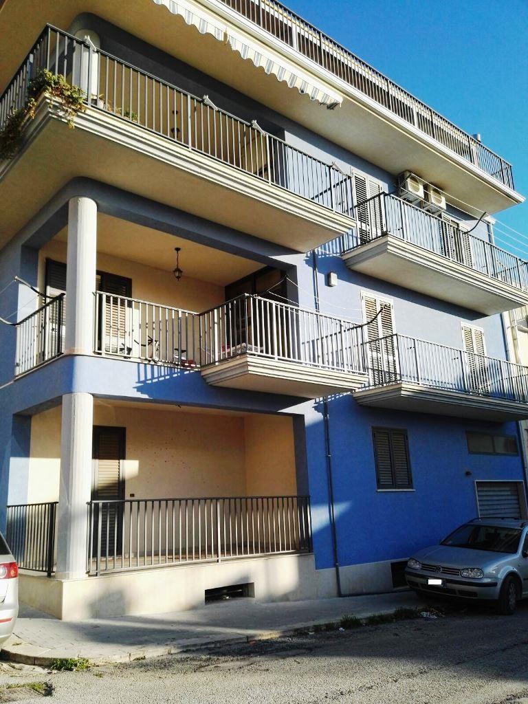 Appartamento in vendita a Scicli, 3 locali, zona Zona: Donnalucata, Trattative riservate | CambioCasa.it