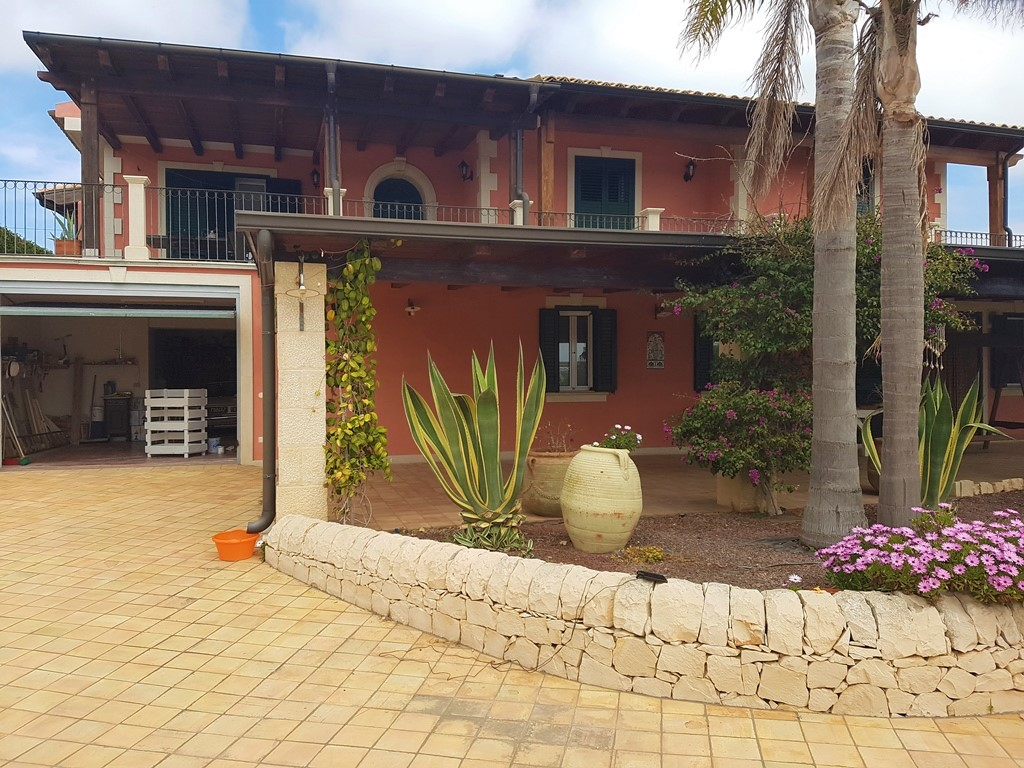 Villa in vendita a Modica, 9 locali, zona Località: MarinadiModica, Trattative riservate   CambioCasa.it