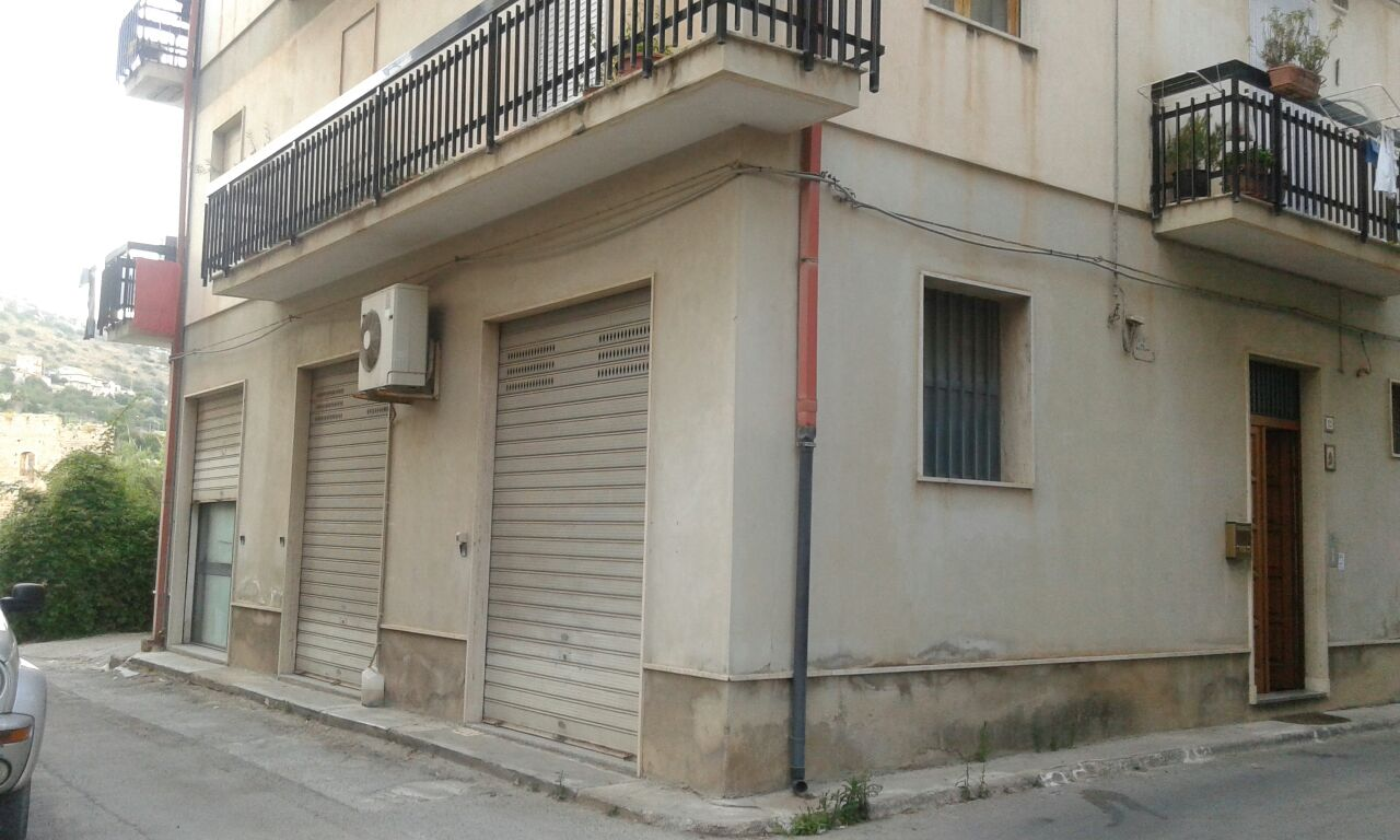 Negozio / Locale in affitto a Scicli, 9999 locali, zona Zona: Scicli, Trattative riservate | CambioCasa.it