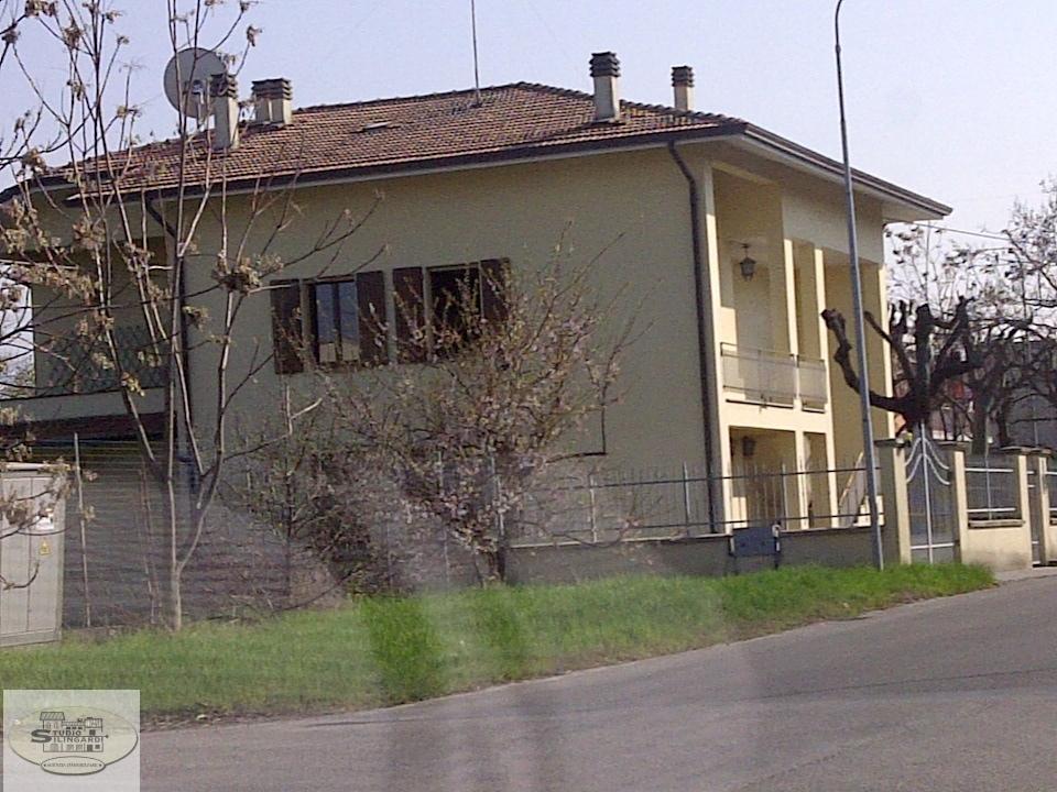 Soluzione Indipendente in vendita a Fiorano Modenese, 6 locali, zona Località: Ubersetto, prezzo € 370.000   Cambio Casa.it