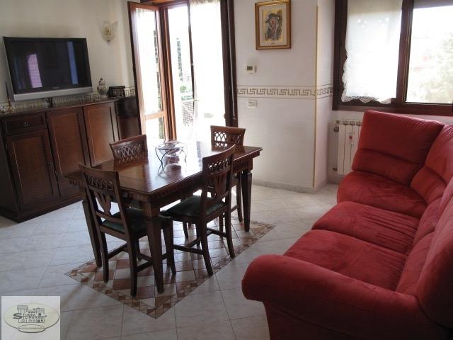 Appartamento in vendita a Modena, 9 locali, zona Zona: Madonnina, prezzo € 230.000   Cambio Casa.it