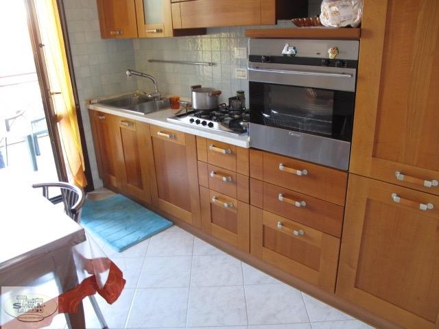 Appartamento in vendita a Modena, 9 locali, zona Zona: Madonnina, prezzo € 190.000 | CambioCasa.it