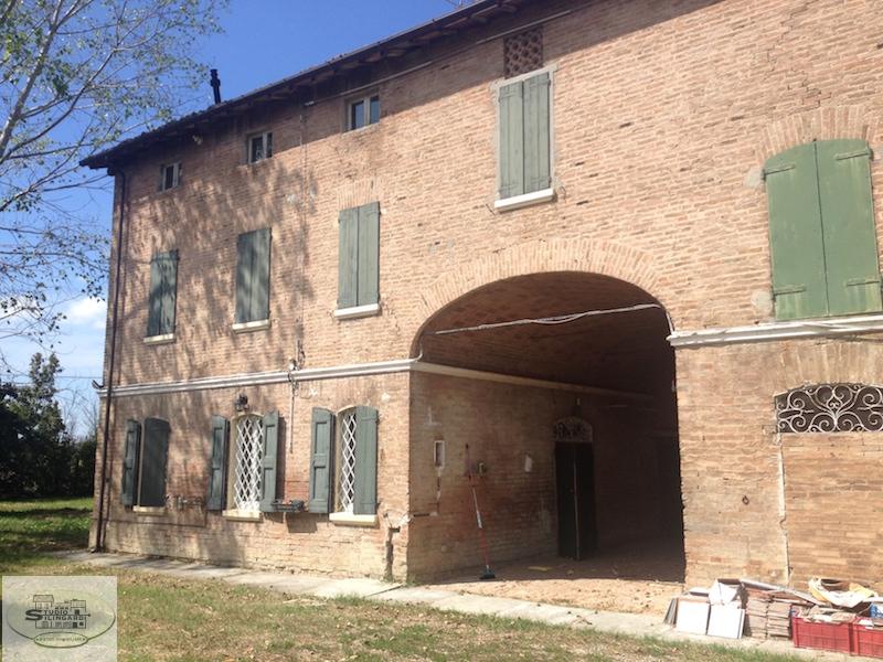 Rustico / Casale in vendita a Formigine, 15 locali, zona Zona: Corlo, prezzo € 360.000 | Cambio Casa.it