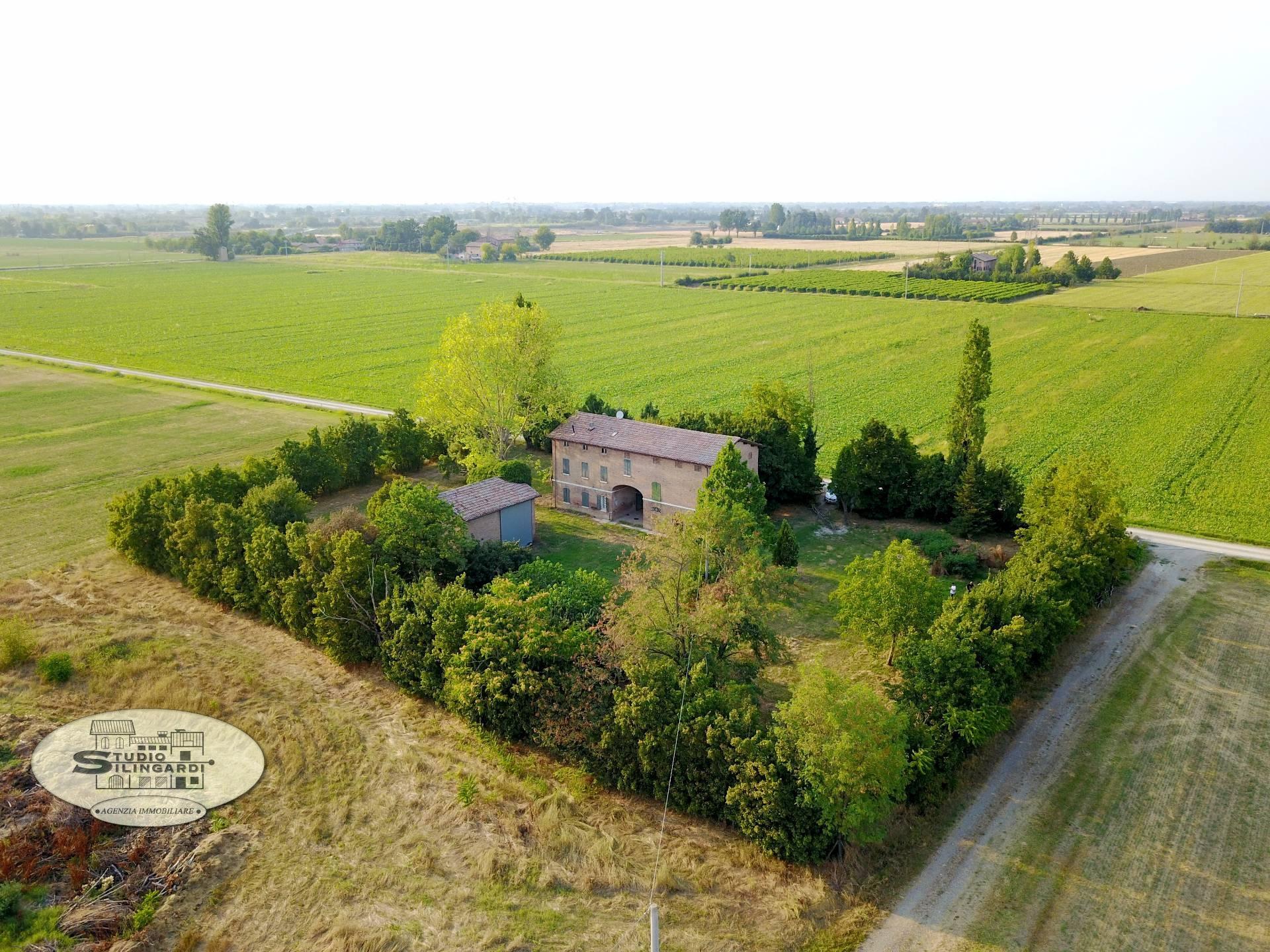 Rustico / Casale in vendita a Formigine, 15 locali, zona Zona: Corlo, Trattative riservate | CambioCasa.it