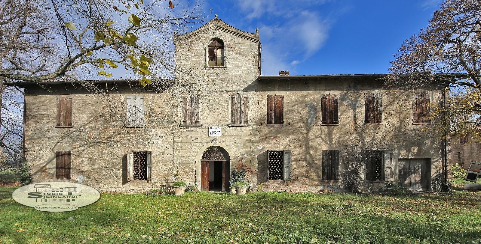 Rustico / Casale in vendita a Formigine, 20 locali, zona Zona: Corlo, Trattative riservate | CambioCasa.it