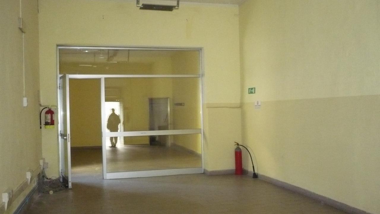 Magazzino in affitto a Empoli, 9999 locali, zona Località: Centro, prezzo € 750 | CambioCasa.it