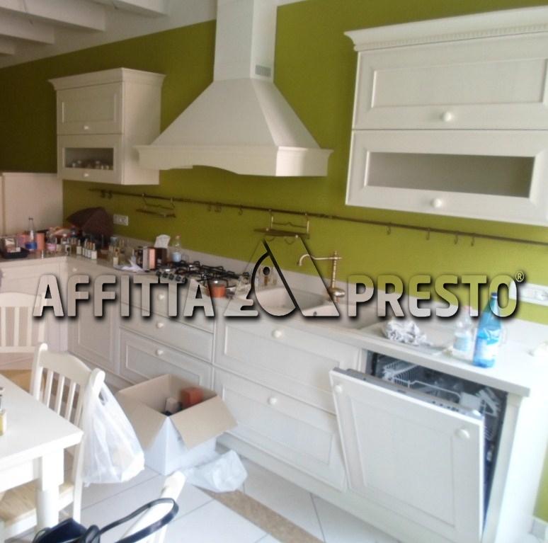 Soluzione Indipendente in affitto a Cesena, 6 locali, zona Località: CENTROSTORICO, prezzo € 1.300 | Cambio Casa.it