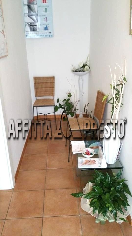 Ufficio / Studio in affitto a Cesena, 9999 locali, zona Località: Stadio, prezzo € 250 | Cambio Casa.it