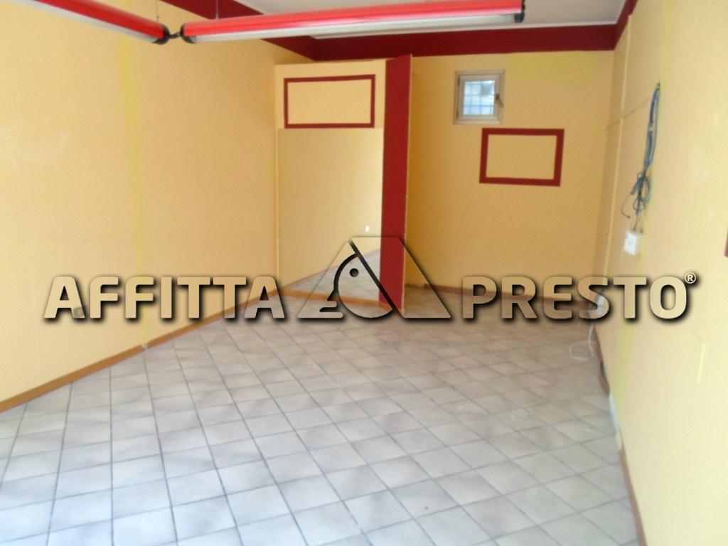 Negozio / Locale in affitto a Cesena, 9999 locali, zona Località: S.Egidio, prezzo € 600 | Cambio Casa.it