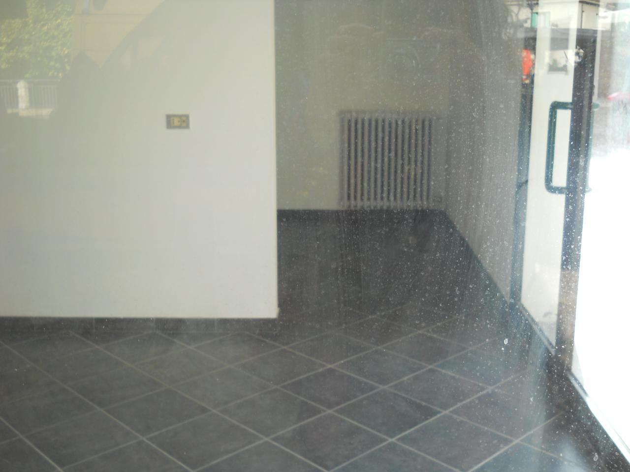 Negozio / Locale in affitto a Solarolo, 9999 locali, prezzo € 1.200 | Cambio Casa.it