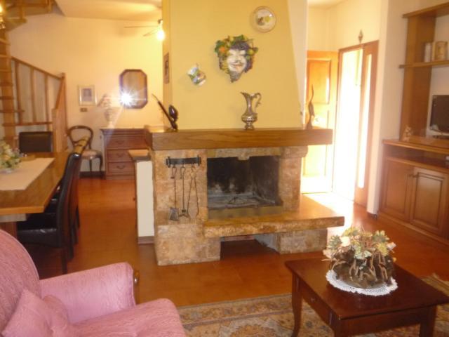 Soluzione Indipendente in affitto a Cerreto Guidi, 4 locali, prezzo € 900 | Cambio Casa.it