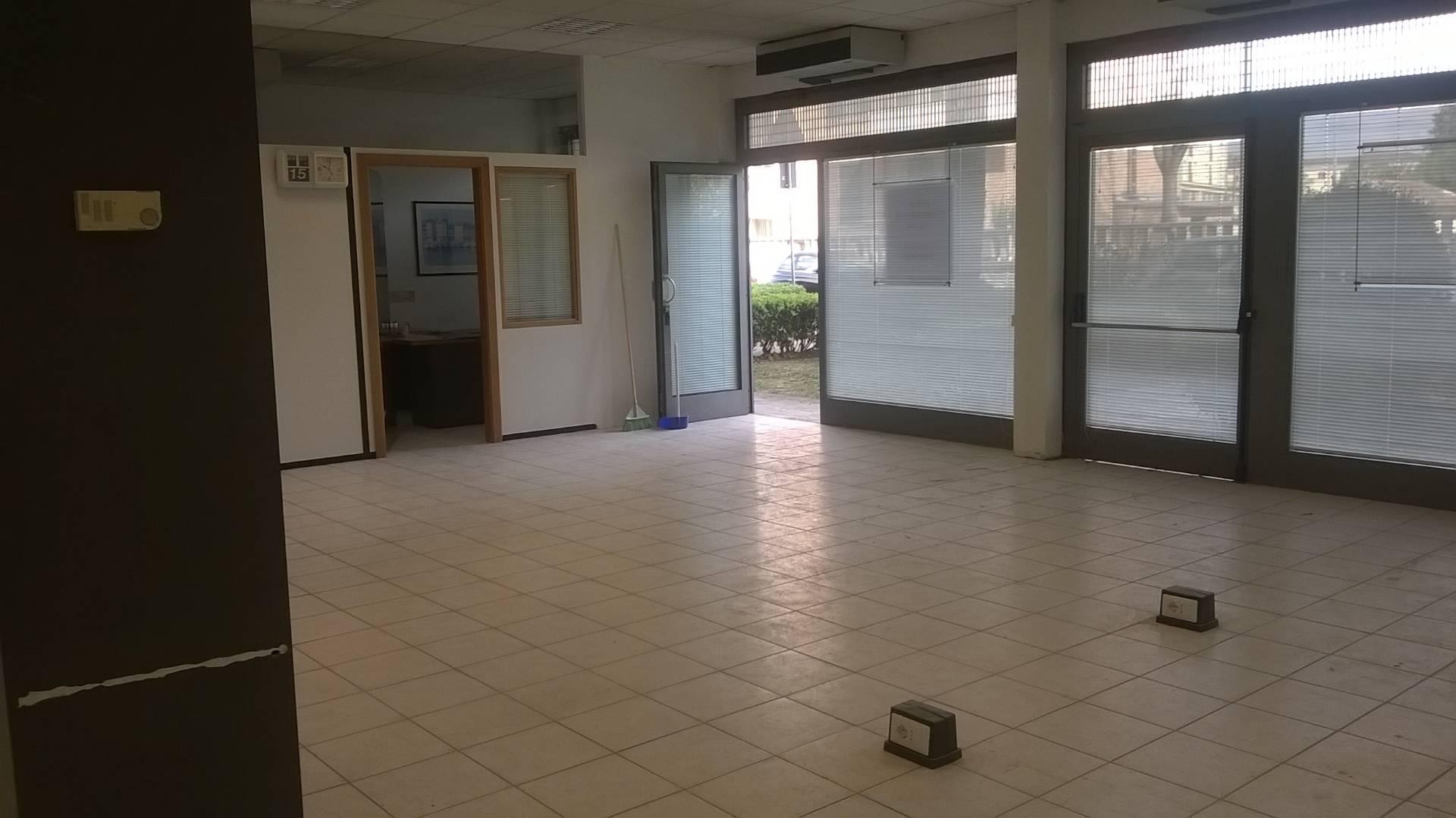 Attività / Licenza in affitto a Empoli, 9999 locali, zona Località: Ponzano, prezzo € 1.400 | Cambio Casa.it
