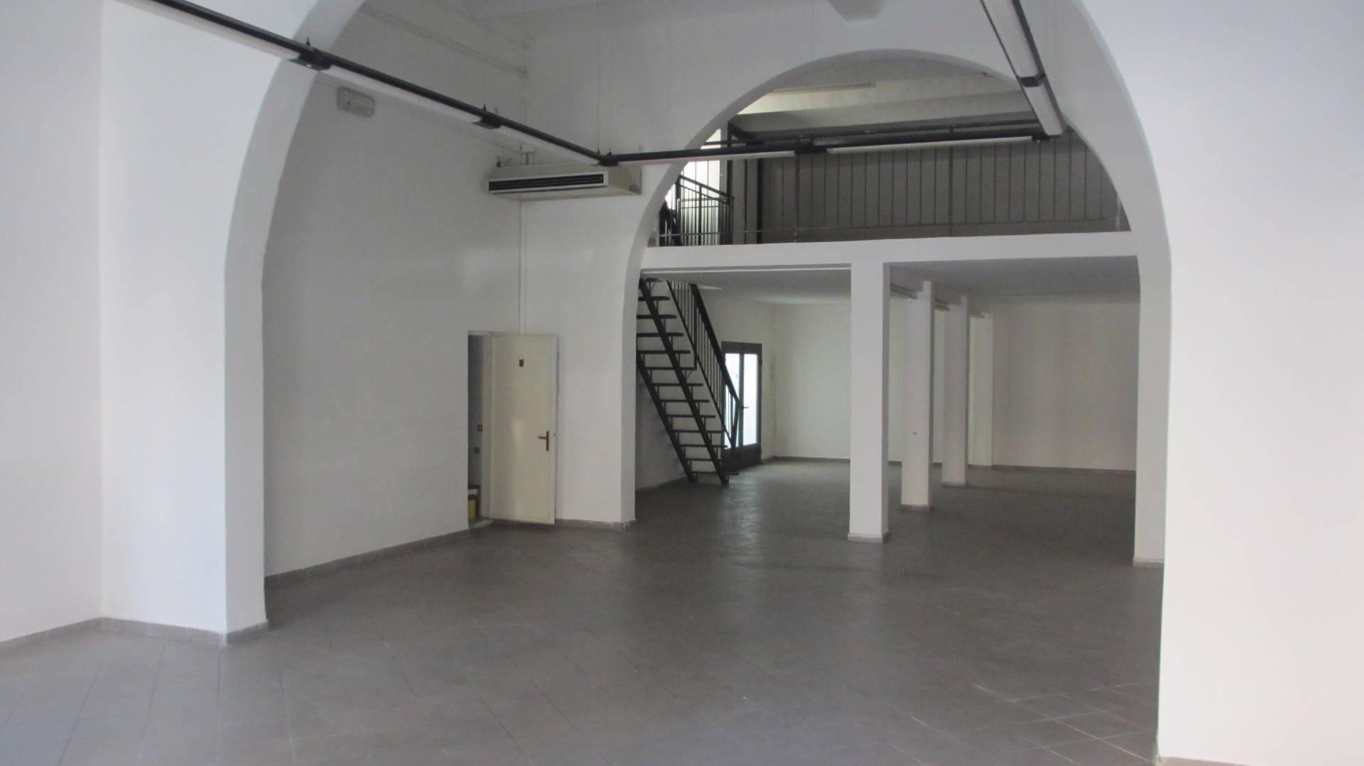 Attività / Licenza in affitto a Empoli, 9999 locali, zona Località: Centro, prezzo € 1.300 | Cambio Casa.it