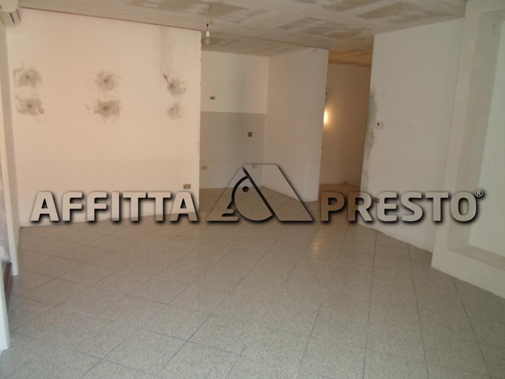 Appartamento in affitto a Cesena, 6 locali, zona Località: CENTROSTORICO, prezzo € 1.400 | Cambio Casa.it