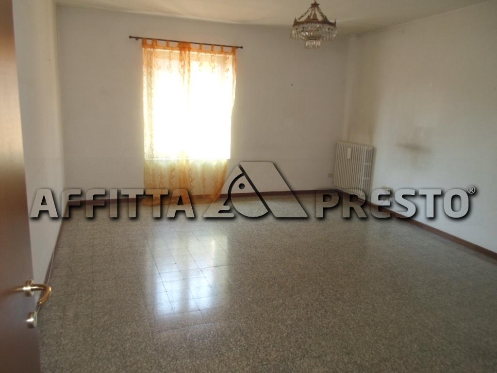 Appartamento in affitto a Cesena, 4 locali, zona Località: Barriera, prezzo € 550 | Cambio Casa.it
