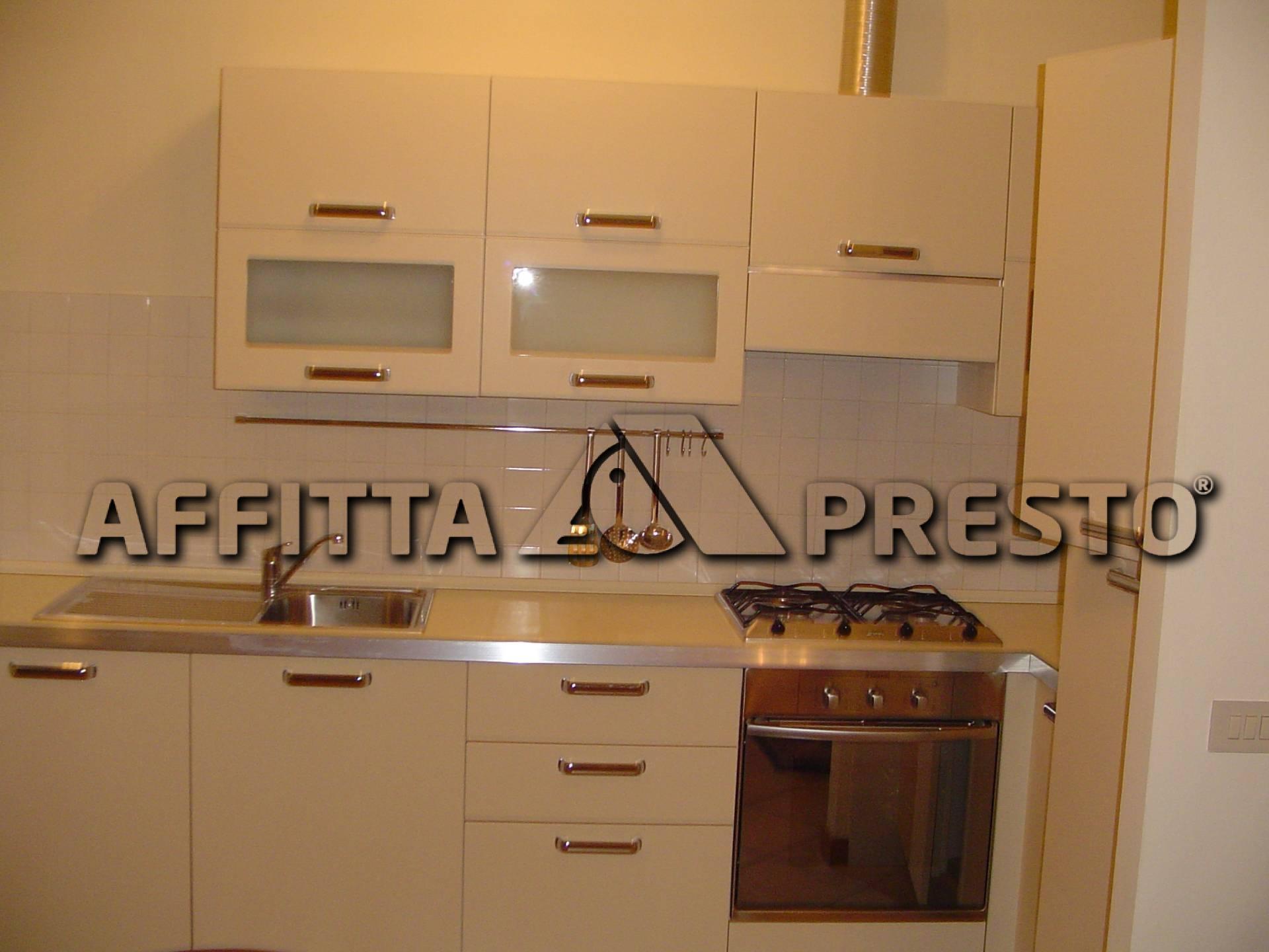 Appartamento in affitto a Cesena, 2 locali, zona Località: CENTROSTORICO, prezzo € 550   Cambio Casa.it