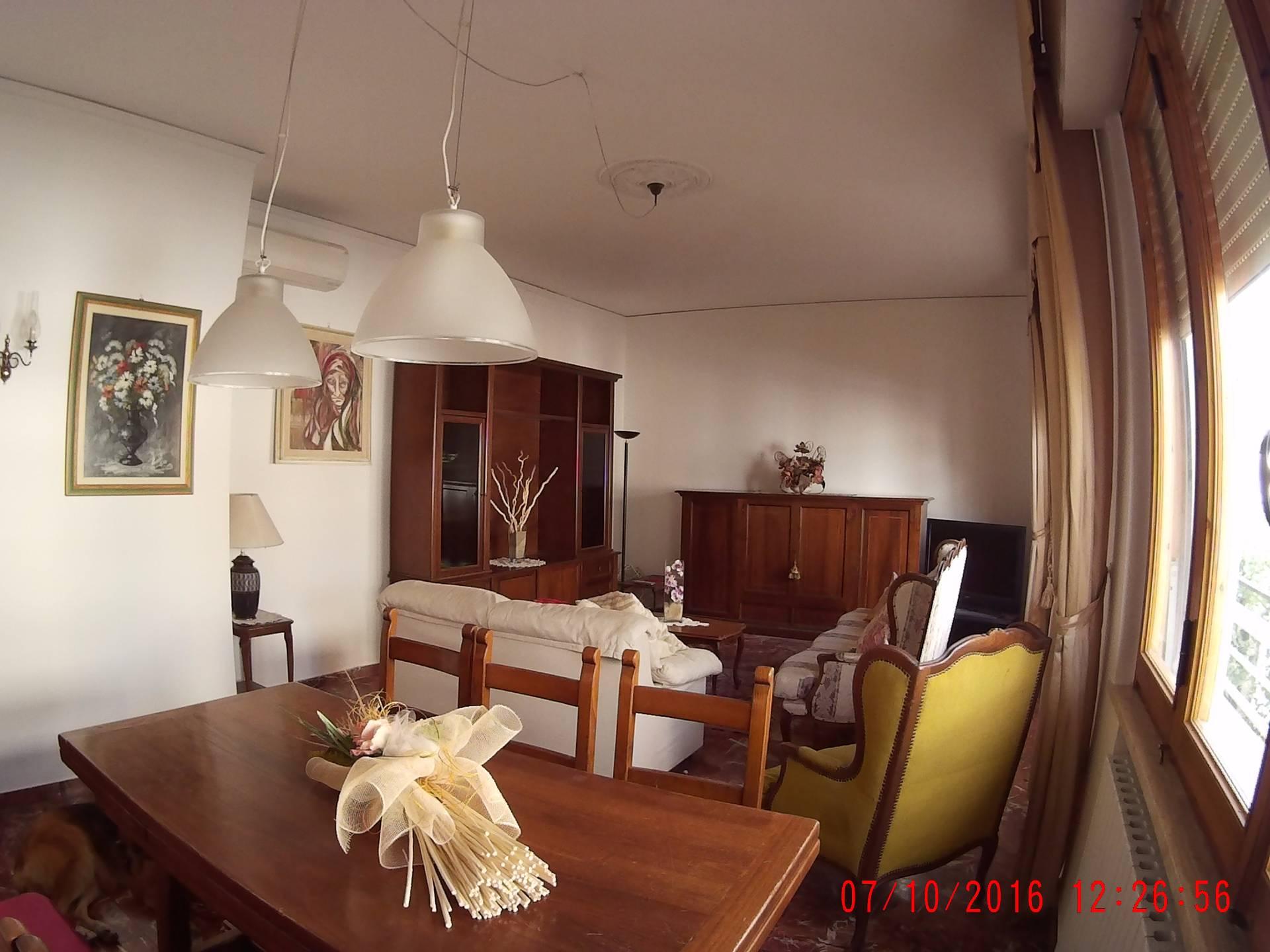 Soluzione Indipendente in affitto a Empoli, 5 locali, zona Località: Stazione, prezzo € 850 | Cambio Casa.it