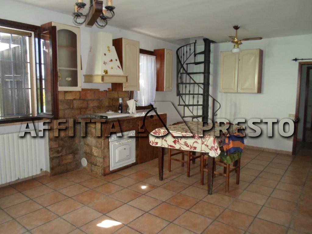 Soluzione Indipendente in affitto a Cesena, 7 locali, zona Zona: Borello, prezzo € 570 | Cambio Casa.it
