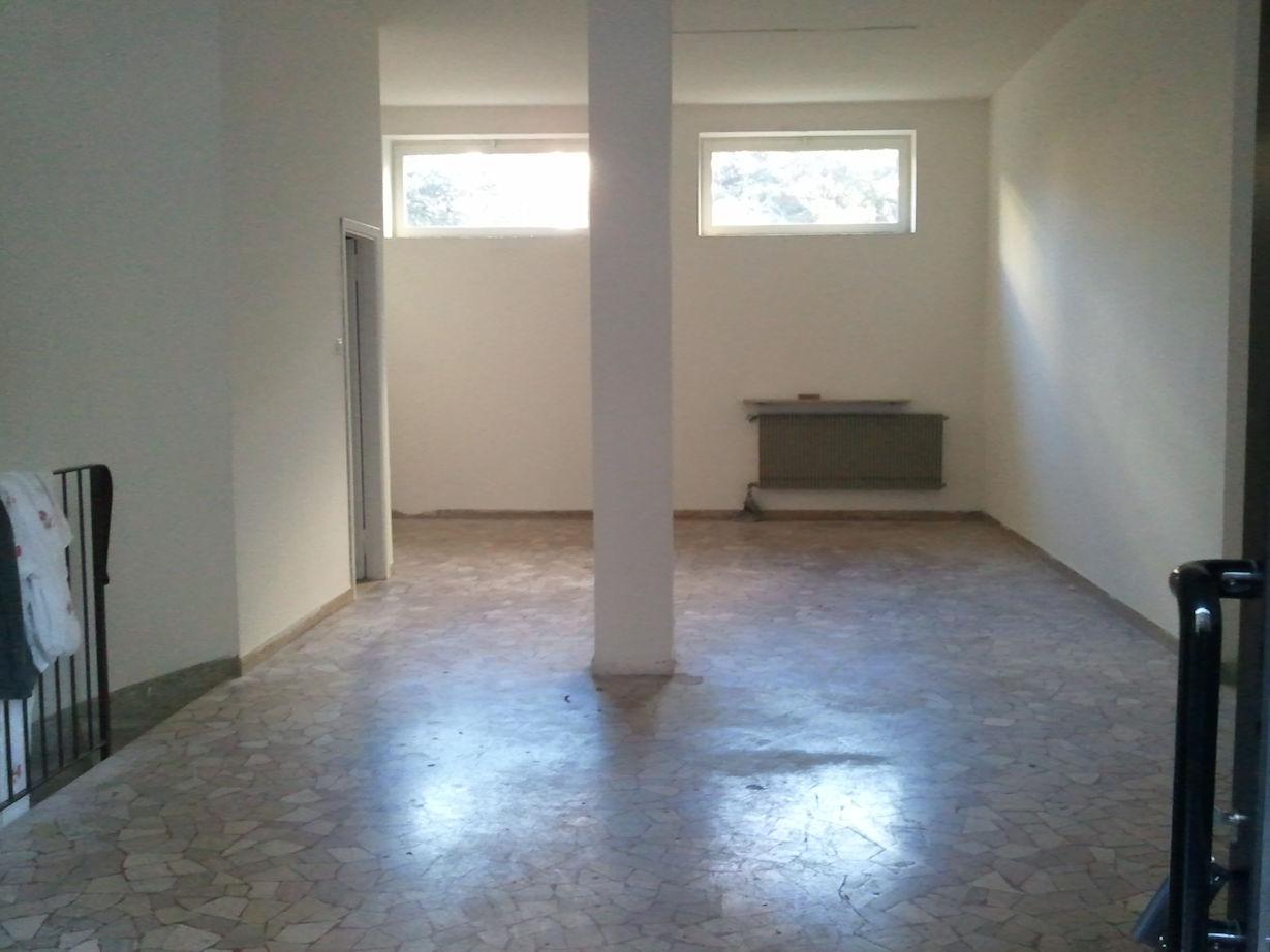 Negozio / Locale in affitto a Bolzano, 9999 locali, prezzo € 600 | Cambio Casa.it