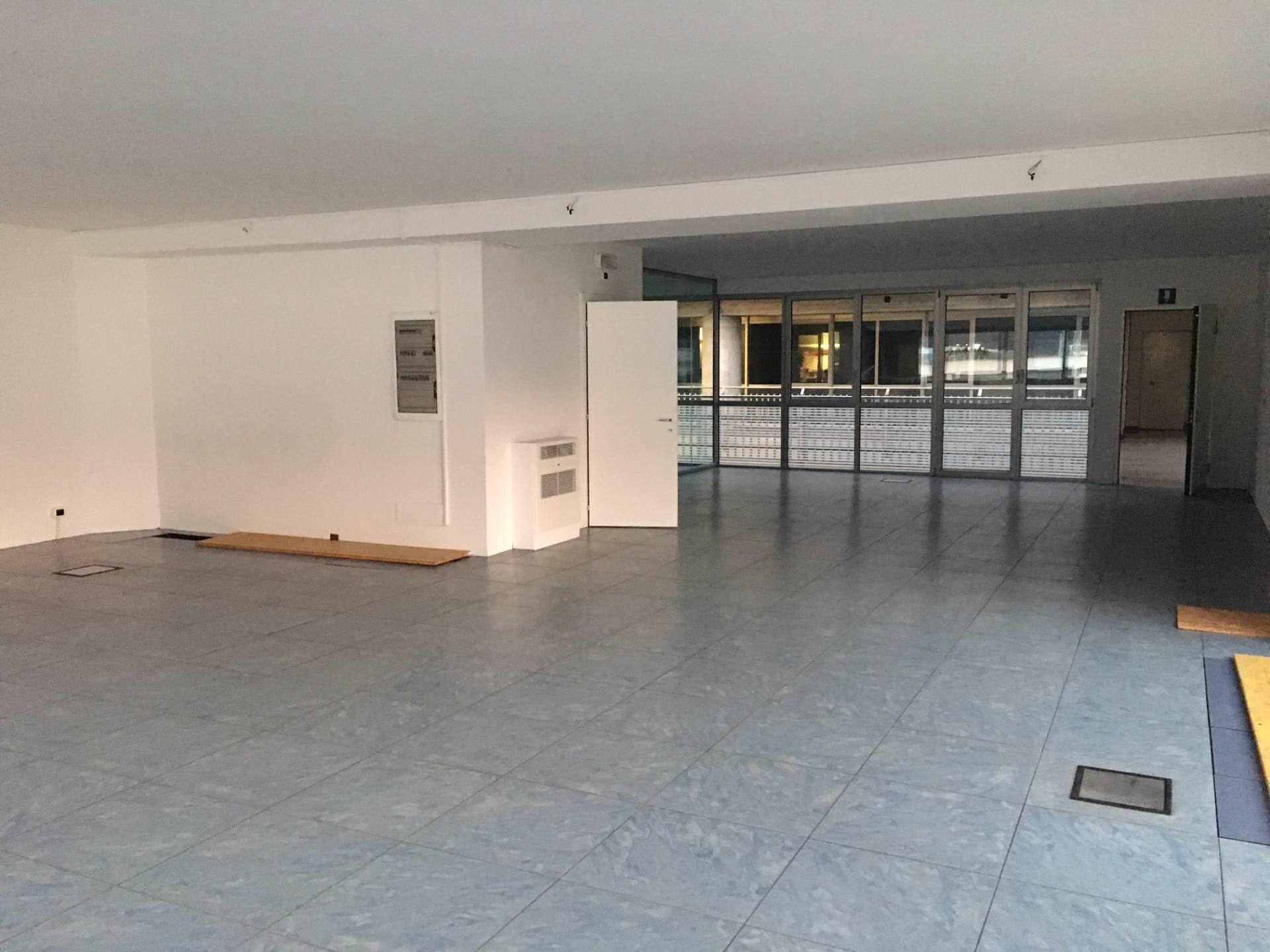 Ufficio / Studio in affitto a Bolzano, 9999 locali, zona Zona: Periferia, prezzo € 1.100 | Cambio Casa.it