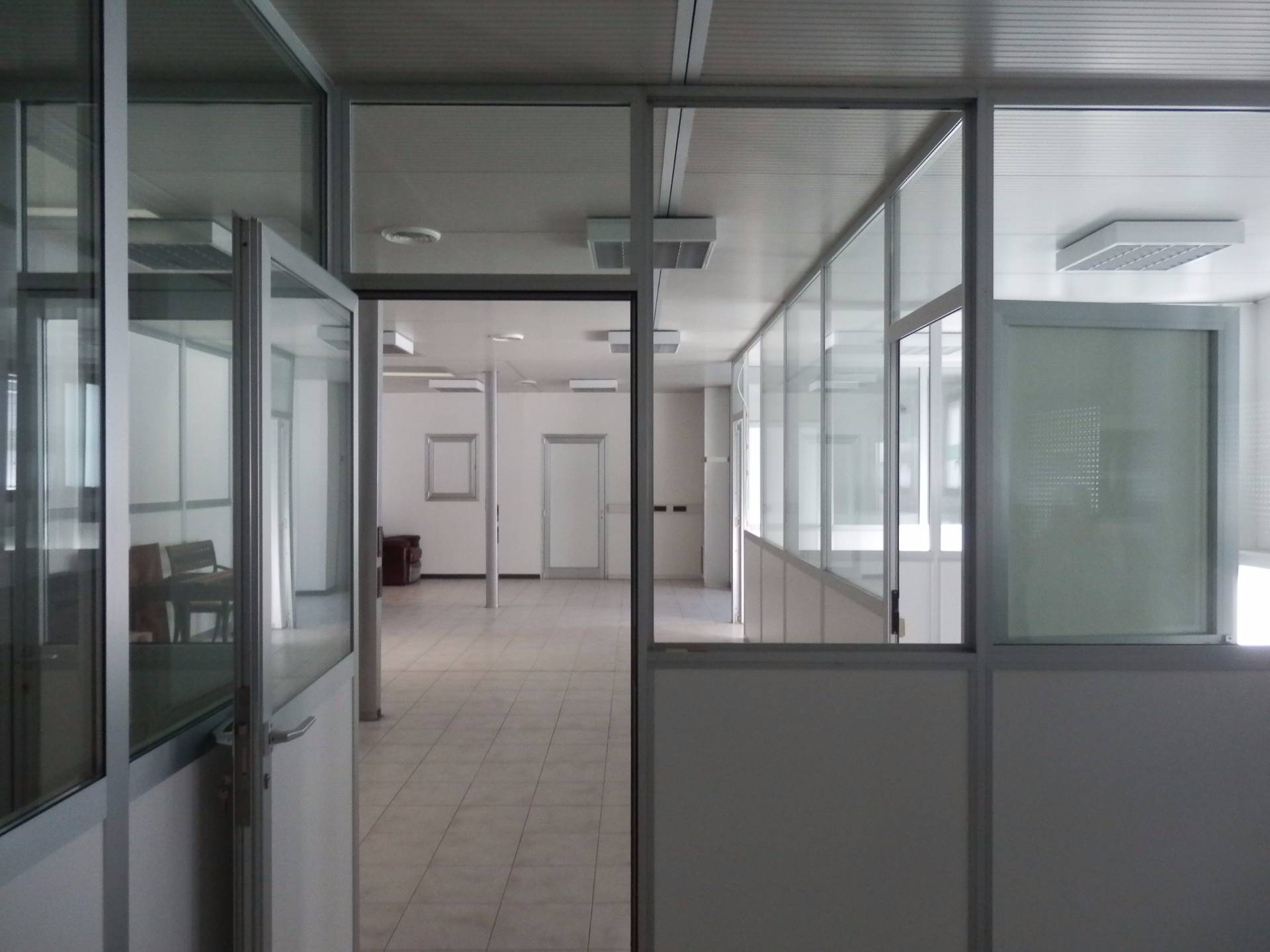Ufficio / Studio in affitto a Bolzano, 9999 locali, zona Zona: Periferia, prezzo € 650 | Cambio Casa.it