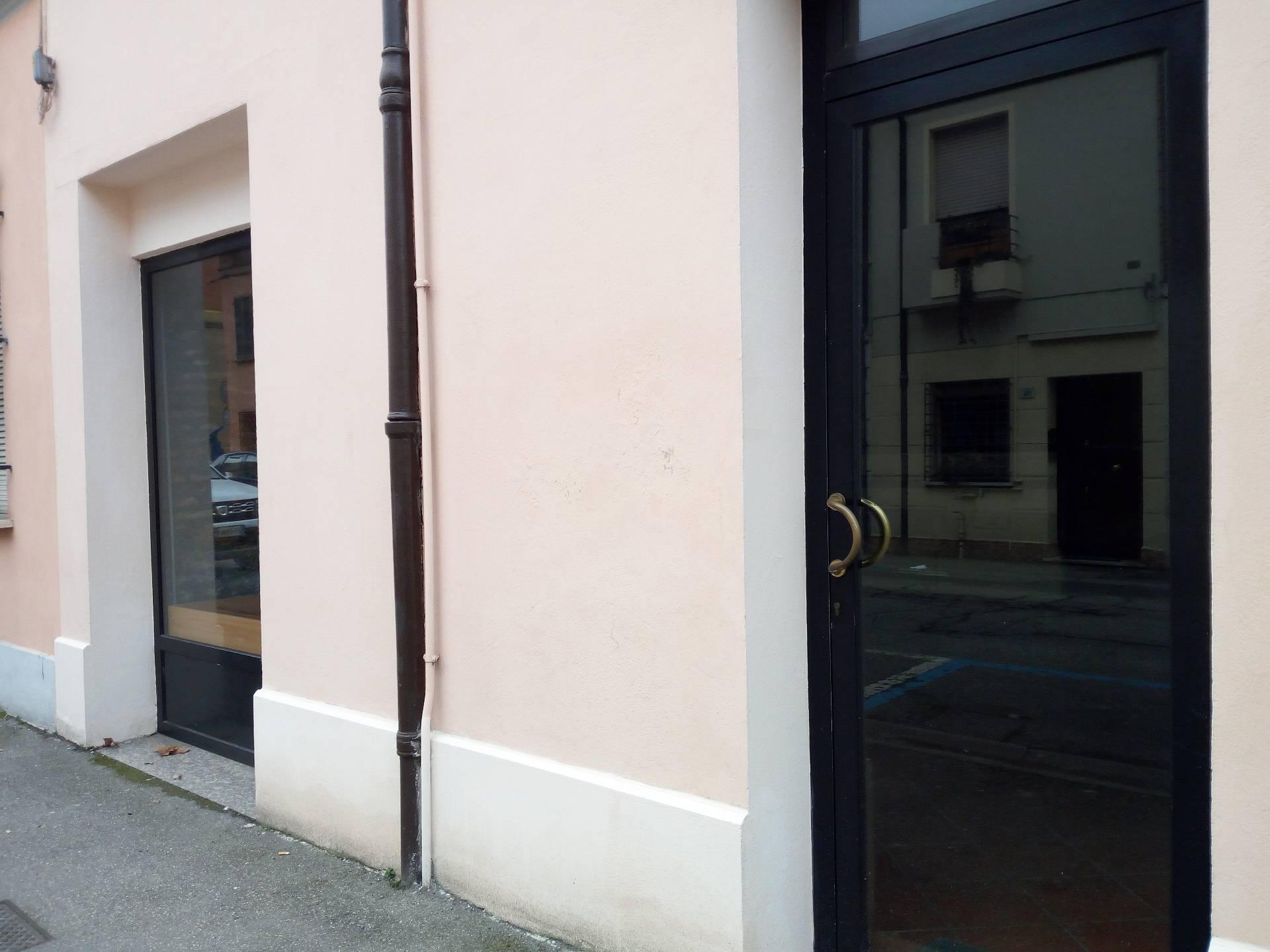 Negozio / Locale in affitto a Lugo, 9999 locali, zona Località: centro, prezzo € 400 | CambioCasa.it