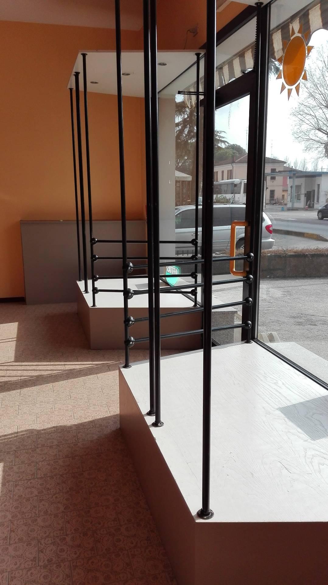 Negozio / Locale in affitto a Alfonsine, 9999 locali, prezzo € 590   CambioCasa.it