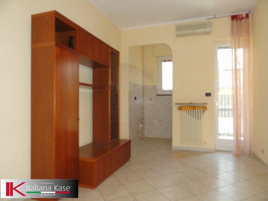 Bilocale Settimo Torinese Via Giacosa 1