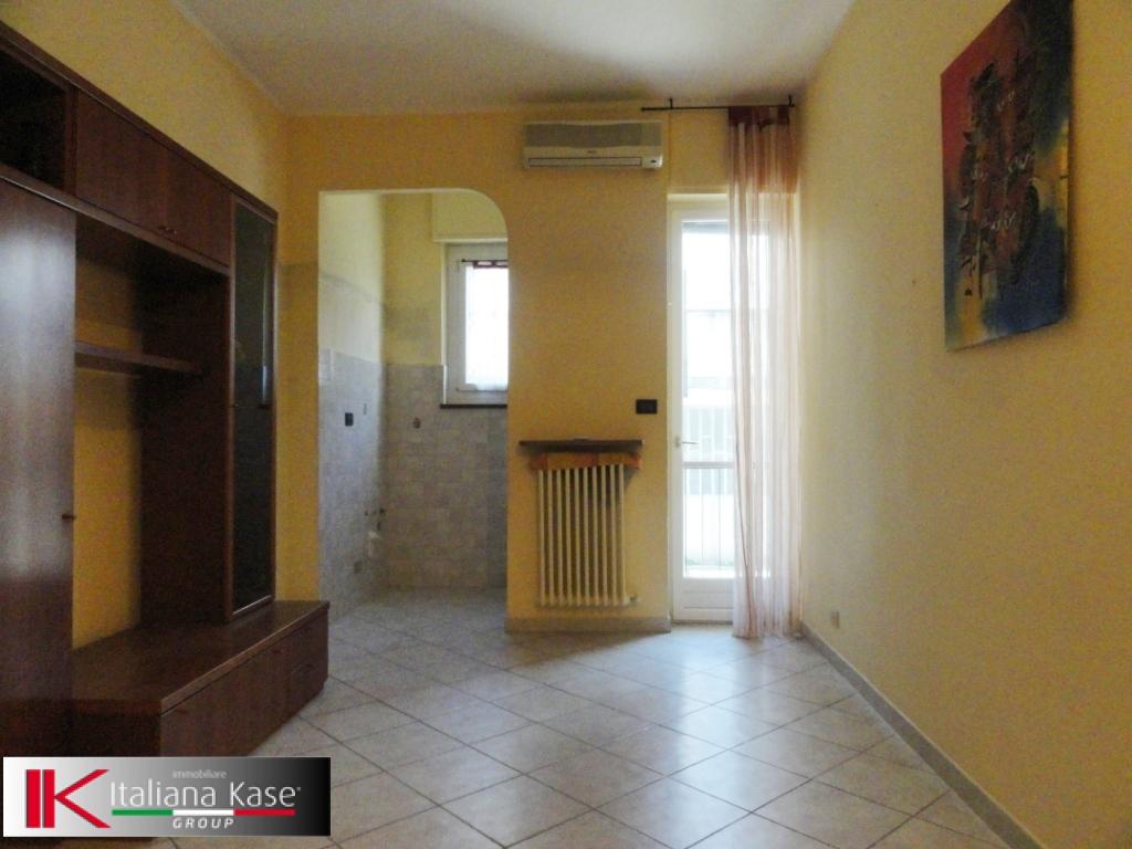 Bilocale Settimo Torinese Via Giacosa 3