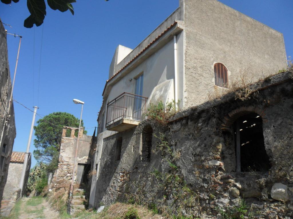 Bilocale Santa Lucia del Mela Via Serri 1