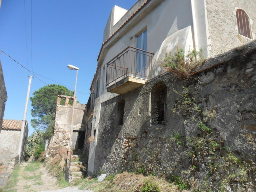 Bilocale Santa Lucia del Mela Via Serri 2