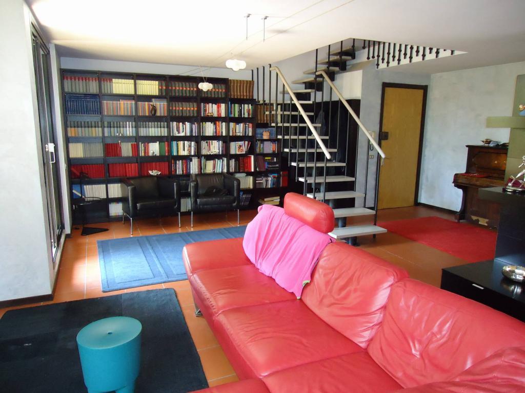 Appartamento in vendita a Lucca, 7 locali, zona Località: SanMarco, prezzo € 430.000 | Cambio Casa.it