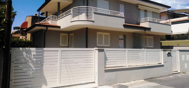 Villa Bifamiliare in vendita a Viareggio, 7 locali, prezzo € 690.000 | Cambio Casa.it
