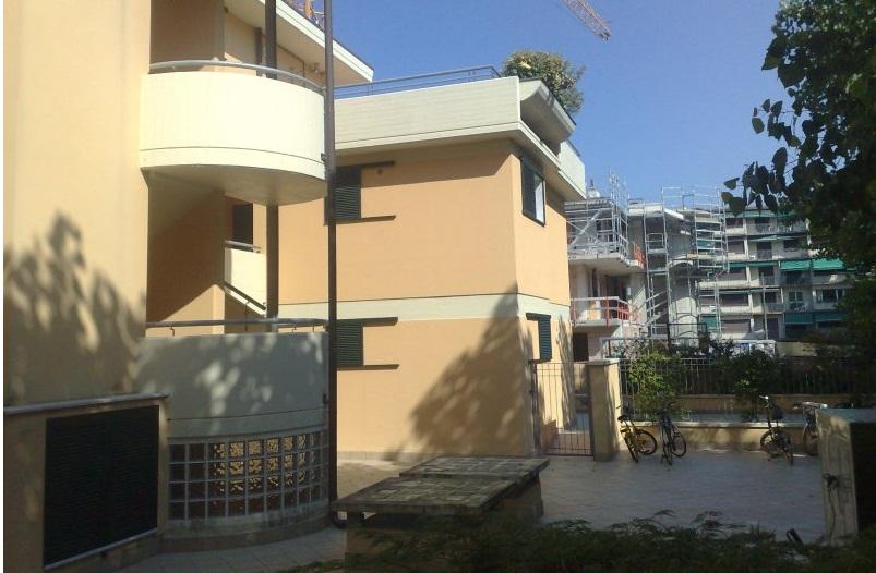 Appartamento in vendita a Viareggio, 6 locali, prezzo € 450.000 | Cambio Casa.it