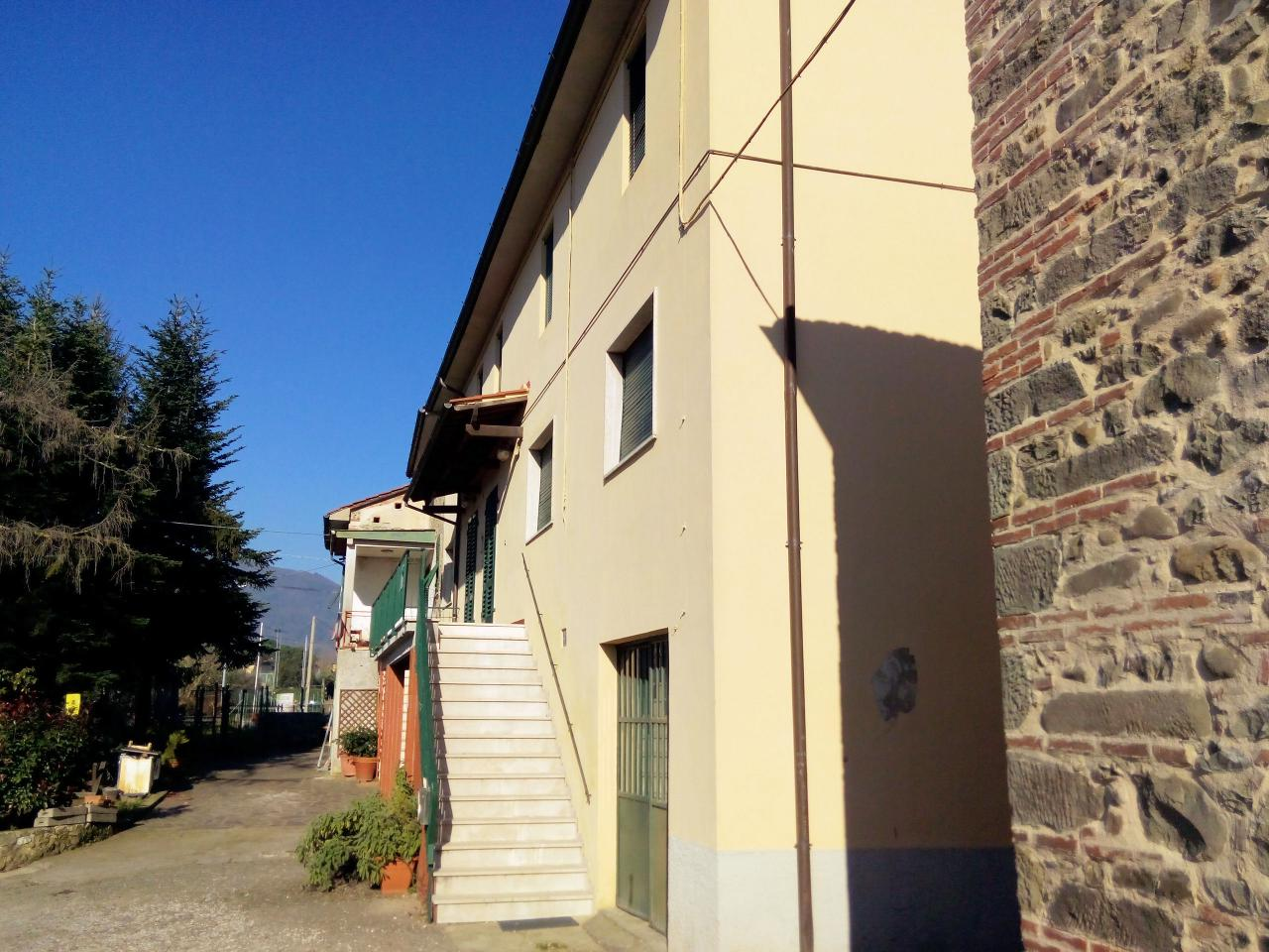 Rustico / Casale in vendita a Pescia, 10 locali, prezzo € 159.000 | Cambio Casa.it