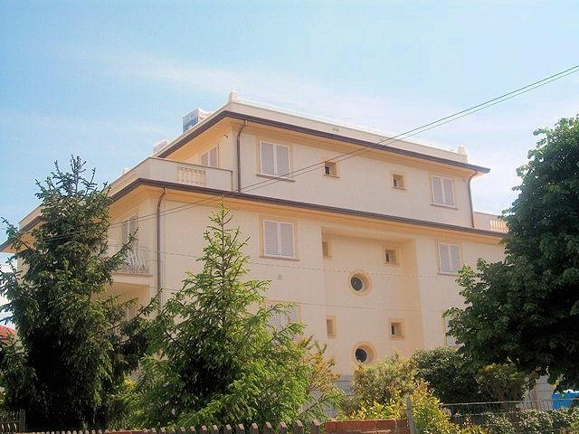Appartamento in vendita a Camaiore, 4 locali, zona Località: LidodiCamaiore, prezzo € 525.000 | Cambio Casa.it