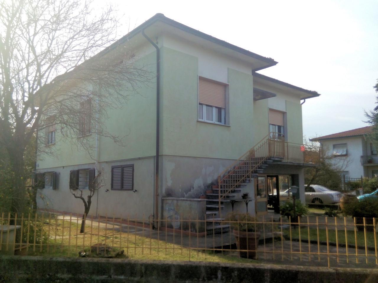 Soluzione Indipendente in vendita a Fucecchio, 8 locali, prezzo € 249.000 | Cambio Casa.it