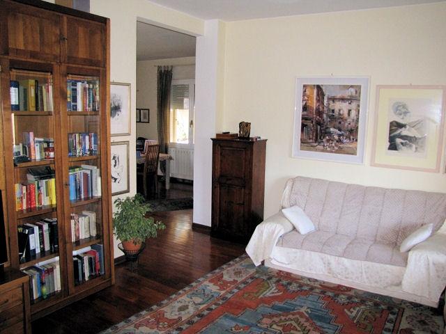 Villa Bifamiliare in Vendita a Massa