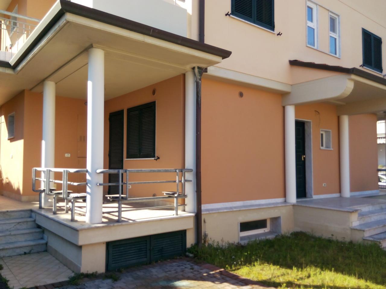Appartamento in vendita a Viareggio, 7 locali, prezzo € 500.000 | Cambio Casa.it
