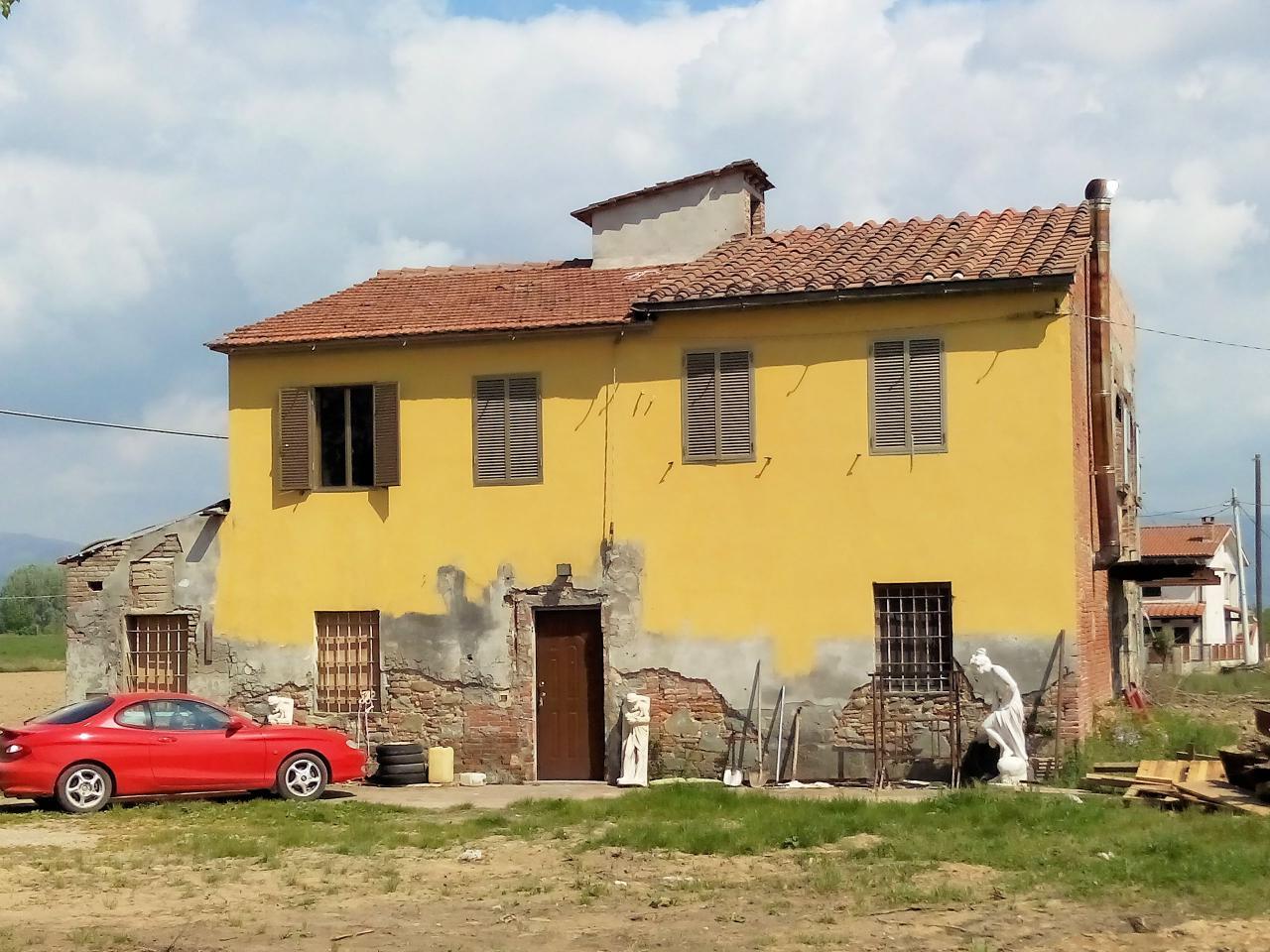 Rustico / Casale in vendita a Altopascio, 8 locali, zona Zona: Spianate, prezzo € 100.000   Cambio Casa.it