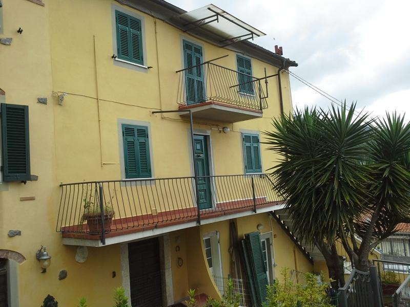 Villa a Schiera in Vendita a Carrara