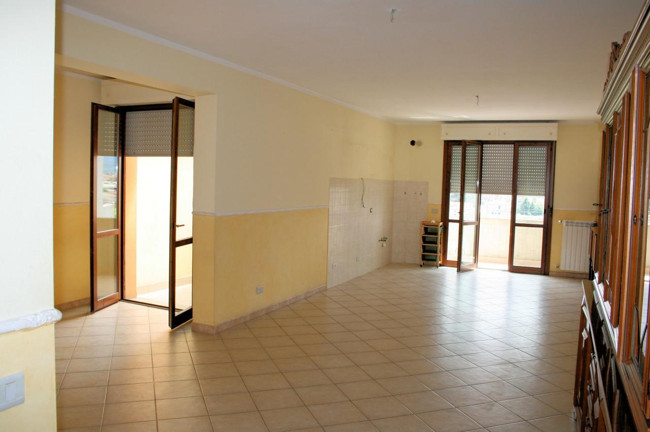 Appartamento in vendita a Pescia, 4 locali, prezzo € 105.000 | Cambio Casa.it