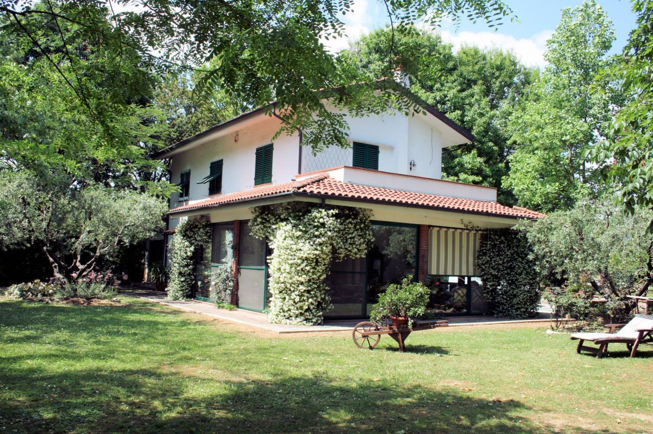 Villa in vendita a Montecatini-Terme, 7 locali, prezzo € 640.000 | CambioCasa.it