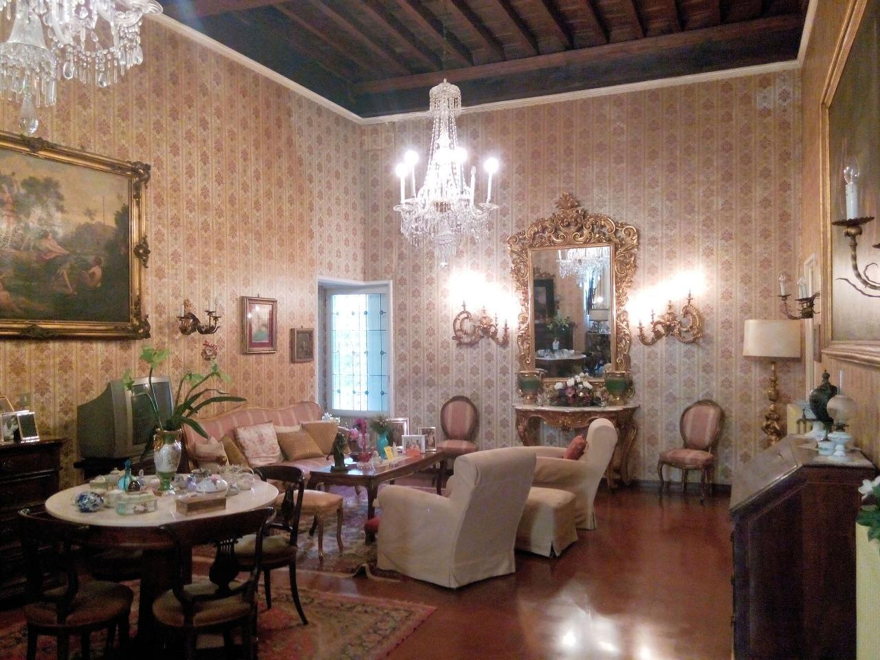 Appartamento in vendita a Lucca, 6 locali, zona Località: Centrostorico, prezzo € 490.000 | CambioCasa.it